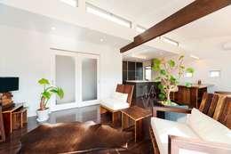 大人が遊べる家 リビング: フォーレストデザイン一級建築士事務所が手掛けたです。
