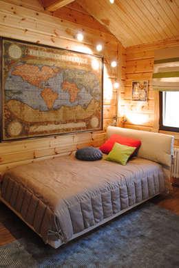 country Nursery/kid's room by Marina Pennie Design&Art