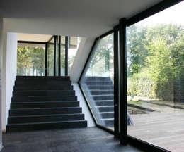 Villa van Lipzig:  Gang en hal door Loxodrome design&innovation