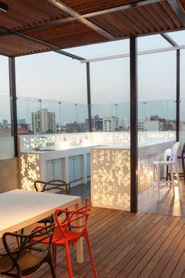 Roof Garden Heriberto Frias: Terrazas de estilo  por STUDIO COCOONS