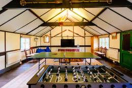 Perfect Stays: kırsal tarz tarz Garaj / Hangar