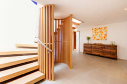 Projekty,  Korytarz, przedpokój i schody zaprojektowane przez Perfect Stays