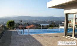 modern Zwembad door SOLE ATELIER, LDA