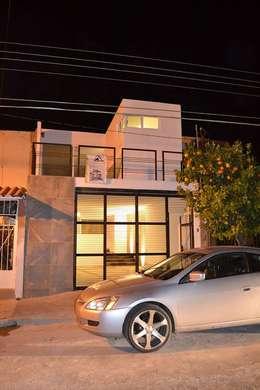 Casa Mapelo: Casas de estilo moderno por AURA Proyecta