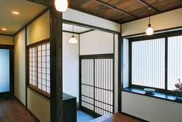 Gang en hal door kOGA建築設計室
