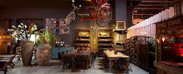 Oficinas y Tiendas de estilo  por Möbeldepot One of a kind