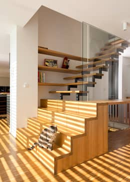 ÜberRaum Architectsが手掛けた廊下 & 玄関