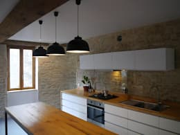 demi-niveaux (Saône-et-Loire): Cuisine de style de style Moderne par atacama architecture