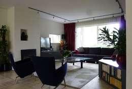 woonkamer na de verbouwing: moderne Woonkamer door Mare Architectuur & Advies