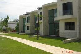 Casas unifamiliares de estilo  por D&E-ARQUITECTURA