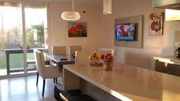 modern Kitchen by Arquitectos Building M&CC - (Marcelo Rueda, Claudio Castiglia y Claudia Rueda)