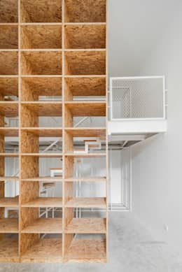minimalistische Studeerkamer/kantoor door URBAstudios