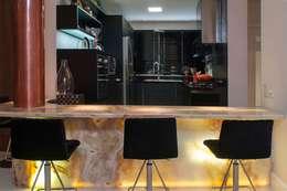 Cocinas de estilo moderno por CMSP Arquitetura + Design