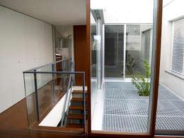 modern Living room by       古津真一 翔設計工房一級建築士事務所