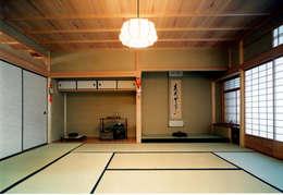 香室: 株式会社 岡﨑建築設計室が手掛けた和室です。