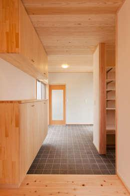 Koridor dan lorong by 有限会社 宮本建築アトリエ