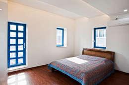 Blue windows: 국민대학교의  침실
