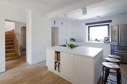 minimalistische Keuken door Zalewski Architecture Group