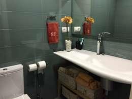 Aseo: Baños de estilo moderno de DECOROCONMUCHOGUSTO