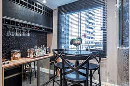 Cavas de estilo moderno por Patrícia Azoni Arquitetura + Arte & Design