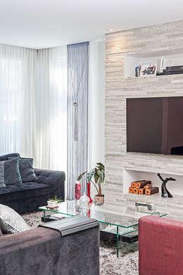 modern Media room by Patrícia Azoni Arquitetura + Arte & Design