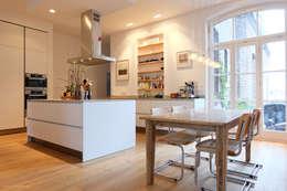 Küchen- Essbereich: moderne Küche von Nickel Architekten