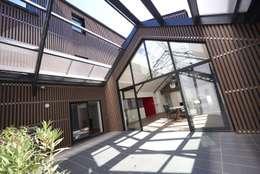 Deux Loft- extension: Maisons de style de style Moderne par phenome architectures
