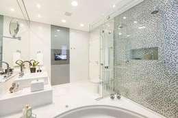modern Bathroom by FV