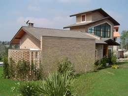 บ้านและที่อยู่อาศัย by GATE Arquitetos Associados