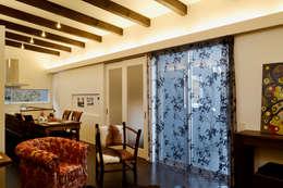 緑洞の家 リビング: フォーレストデザイン一級建築士事務所が手掛けたです。