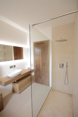 Baños de estilo moderno por luigi bello architetto