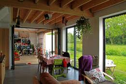 Mini/Maxi: Salon de style de stile Rural par LAUS architectes