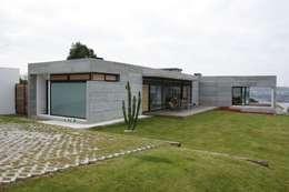 VIVIENDA UNIFAMILIAR EN LA PLAYA DE ESPIÑEIRO: Casas de estilo moderno de EPB42 Arquitectura y Planeamiento, S.L