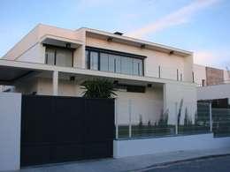 Casas de estilo moderno por Soluziona Arquitectura