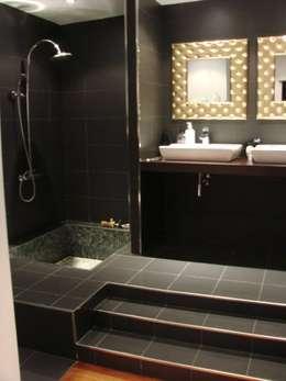 Baños de estilo moderno por Soluziona Arquitectura