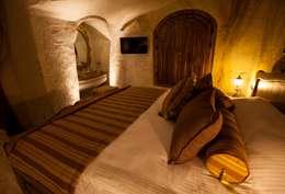Kayakapi Premium Caves - Cappadocia – Emine Hanım evi Öncesi ve Sonrası: rustik tarz tarz Yatak Odası