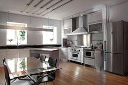 Cocina semi industrial minimalista Patagon Chef W45: Cocinas de estilo industrial por Patagon Chef