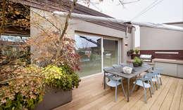BRANDO concept: modern tarz Balkon, Veranda & Teras