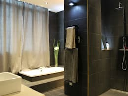 Appartement: Salle de bains de style  par Atrmosphere Agencement