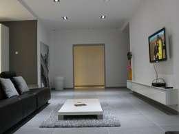 Appartement: Salon de style de style Moderne par Atrmosphere Agencement