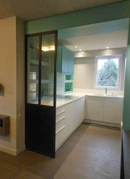 RENO Appartement L: Salle de bains de style  par EI. SOPHIE BANNWART