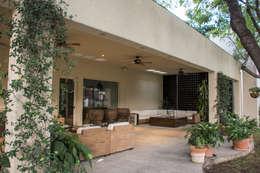 Terraza jardín : Jardines de estilo ecléctico por CH Proyectos