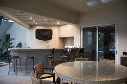 Area de asador : Casas de estilo ecléctico por CH Proyectos
