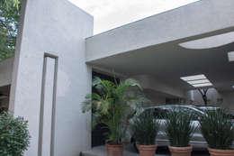 Garajes de estilo ecléctico por CH Proyectos