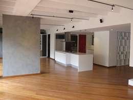 APTO MEJIA - MORA: Salas de estilo moderno por unouno estudio