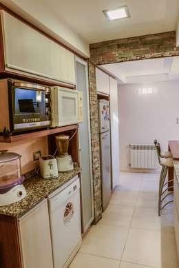Remodelación Interior Vivienda: Cocinas de estilo moderno por D&C Interiores