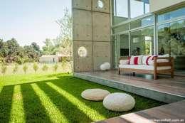 Vivienda en Grand Bell: Terrazas de estilo  por AMADO arquitectos