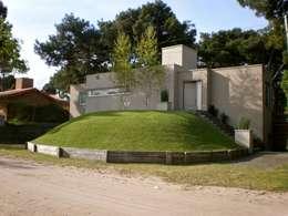 Casa Pinamar -Fragata 25 de Mayo: Casas de estilo moderno por Ardizzi arquitectos