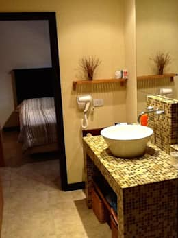 Casa Pinamar -Fragata 25 de Mayo: Baños de estilo moderno por Ardizzi arquitectos