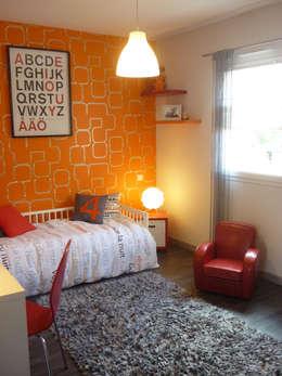 UNE CHAMBRE DE P'TIT MEC: Chambre d'enfant de style de style Moderne par UN AMOUR DE MAISON